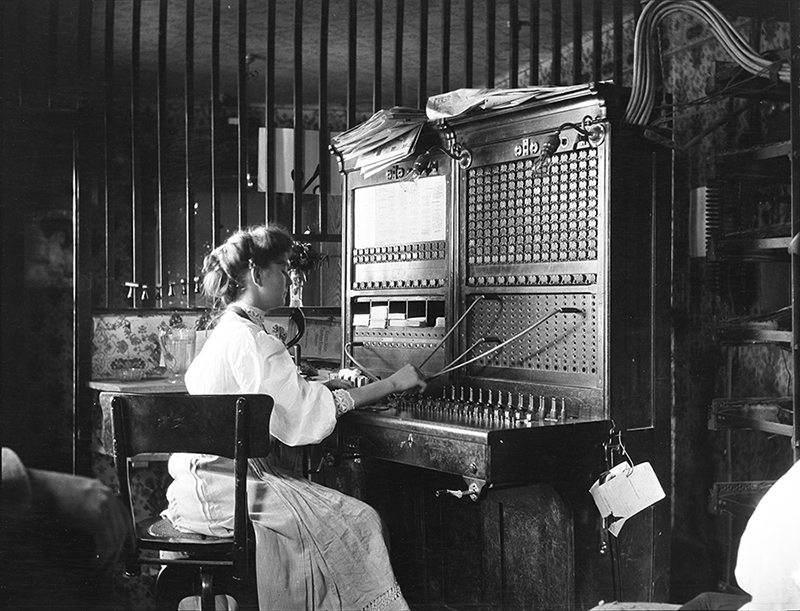 E_C_Blomeyer Switchboard operator 1905